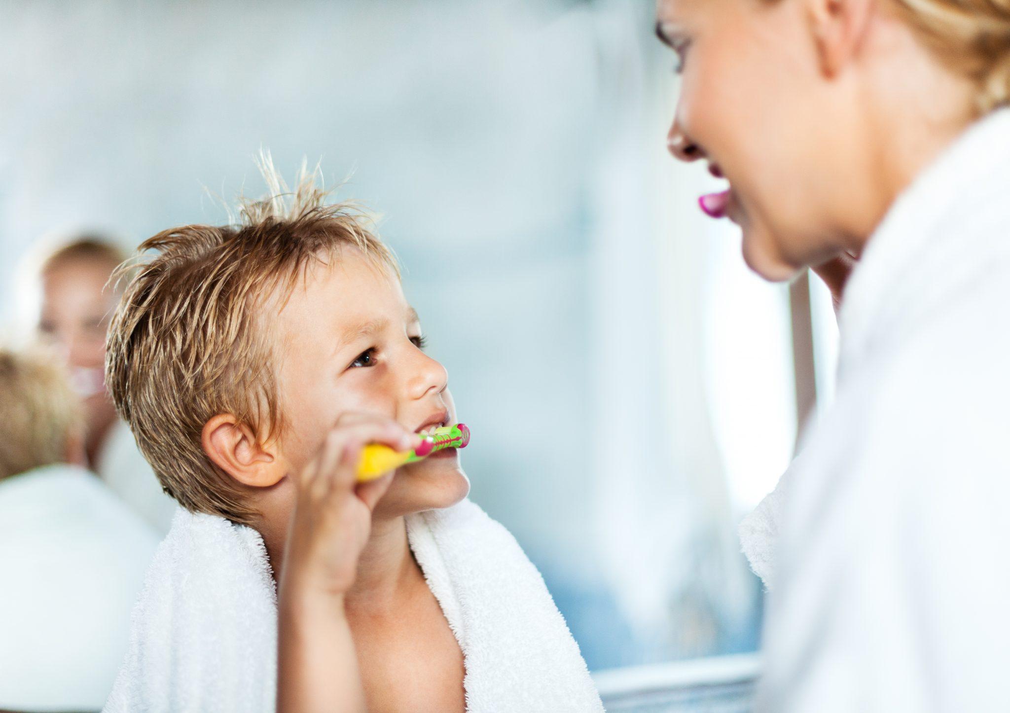 пленка картинка семья чистит зубы пожалуйстааа