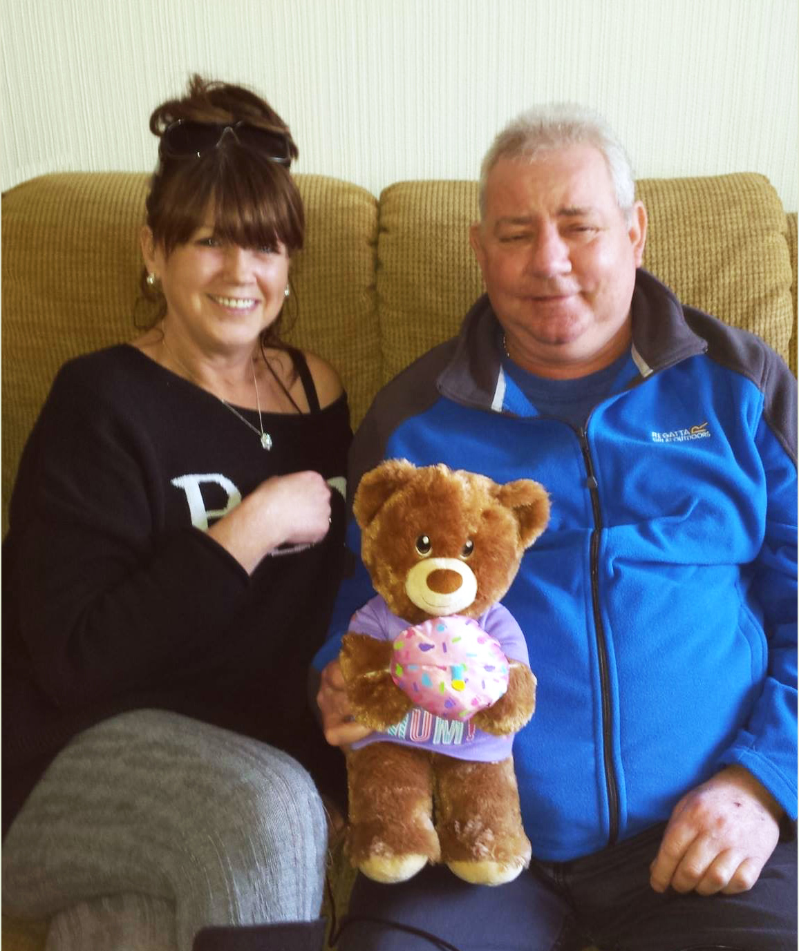 Den, the recipient of Jack's heart, gives Dona a teddy bear with the recording of Jack's heartbeat inside.