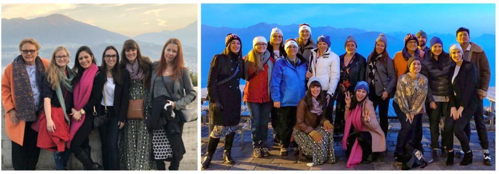 Foto 4. Pôr do sol no Nordkette com seis mulheres sorrindo com montanhas ao fundo. Foto 5. Jantando nos Alpes. Foto com 20 pessoas com roupas de frio ao anoitecer